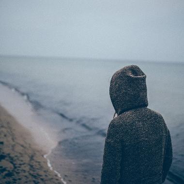 Angehoeriger Psychisch Kranker am Strand